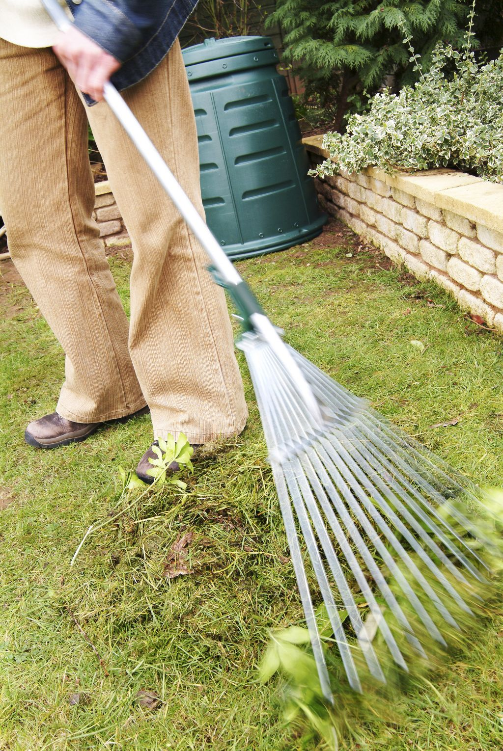 Renew your garden waste bin collection now image