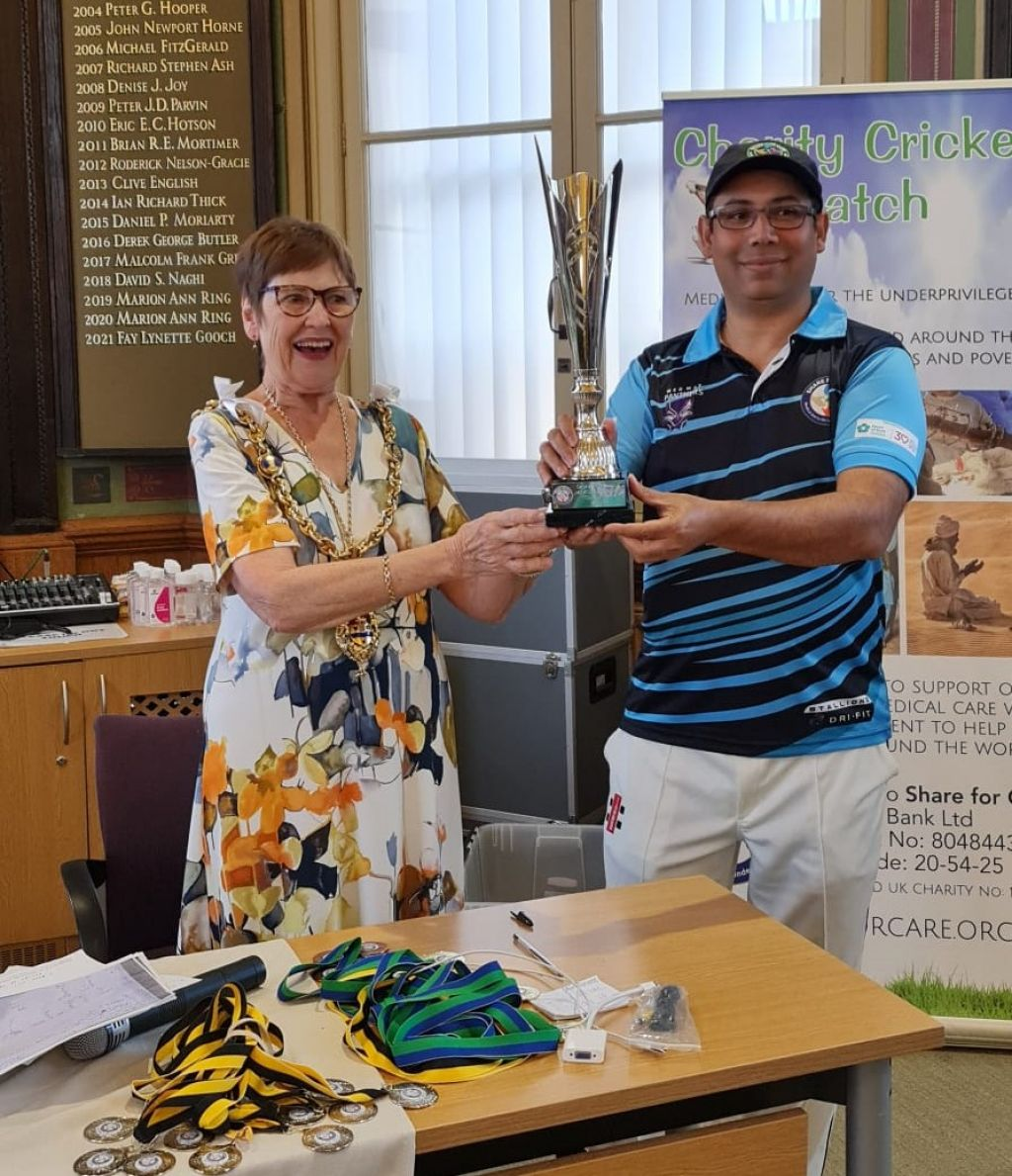 Mayor presents prizes to cricketers playing  for charity Share for Care image
